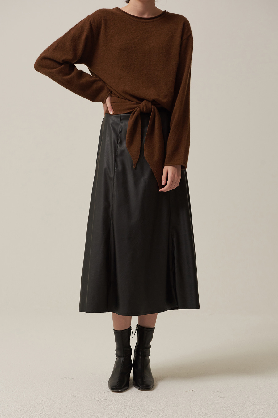 유라고 URAGO Incision leather skirt